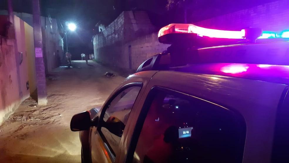 Eduardo Ribeiro, de 23 anos, foi morto com um tiro à queima roupa, na noite desta segunda-feira (25), na Zona Oeste de Natal — Foto: Sérgio Henrique Santos/Inter TV Cabugi