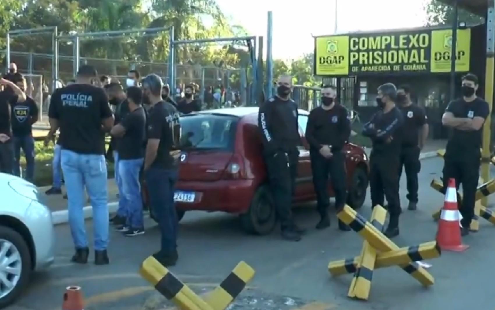 Policiais penais fazem manifestação cobrando aumento no efetivo e reajuste salarial, em Aparecida de Goiânia