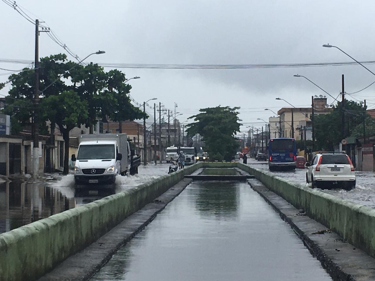 Maré atinge elevação recorde em 2019 e provoca prejuízos em Santos - Noticias