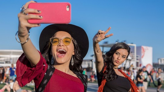 'Rock in Rio': Carol Macedo e Talita Younan desafiam casais no festival