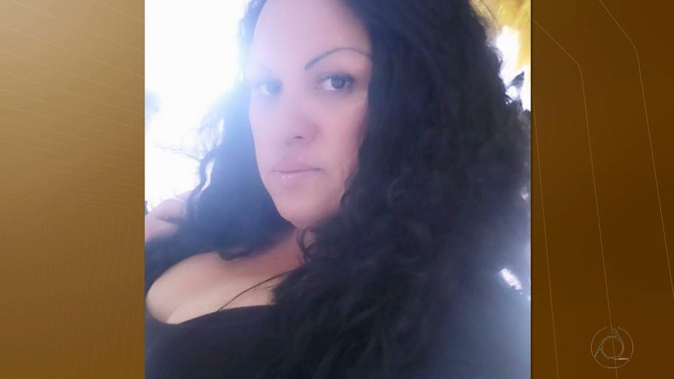 -  Flávia Luiza da Silva, de 38 anos, era paraibana e morreu durante um voo para a França  Foto: Reprodução/TV Cabo Branco