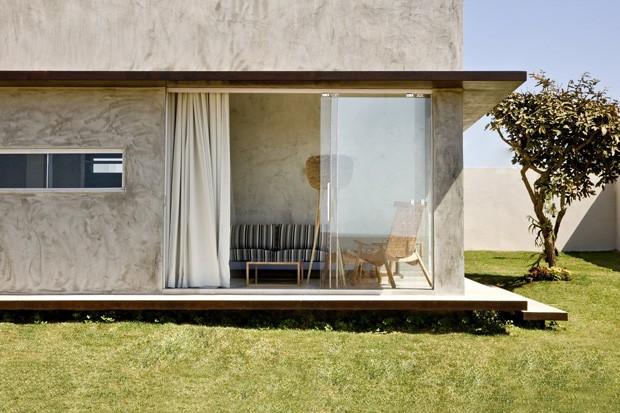 Caixa de concreto revela pequena casa de 65 m² (Foto: Edgard Cesar/Divulgação)