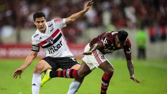 Hernanes e Rodinei em Flamengo x São Paulo