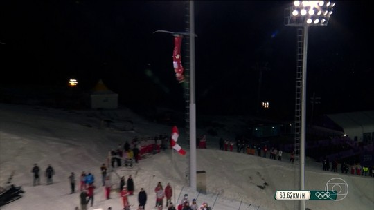 Atletas fazem treinamentos arriscados para executar acrobacias no esqui aéreo