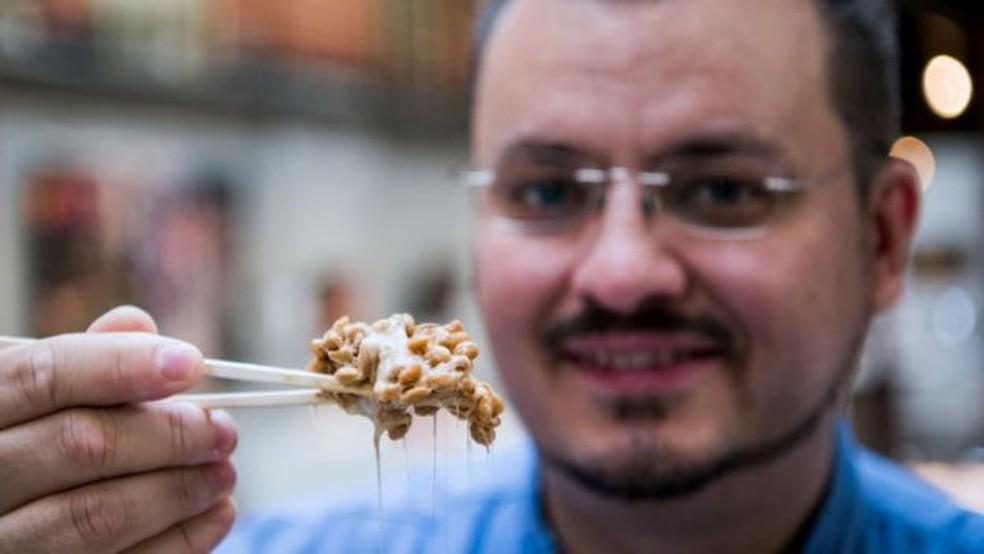 'As duas coisas que a maioria das pessoas considera problemáticas quando se trata de natto são a viscosidade e o cheiro' — Foto: Getty Images/Via BBC
