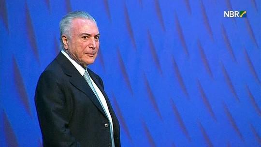 Resultado de imagem para Temer é vaiado no Rio após falar sobre melhoras na economia do país