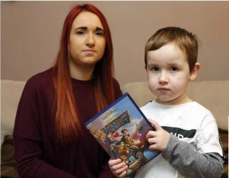 A britânica Beth Golding e o filho Eli (Foto: Divulgação)