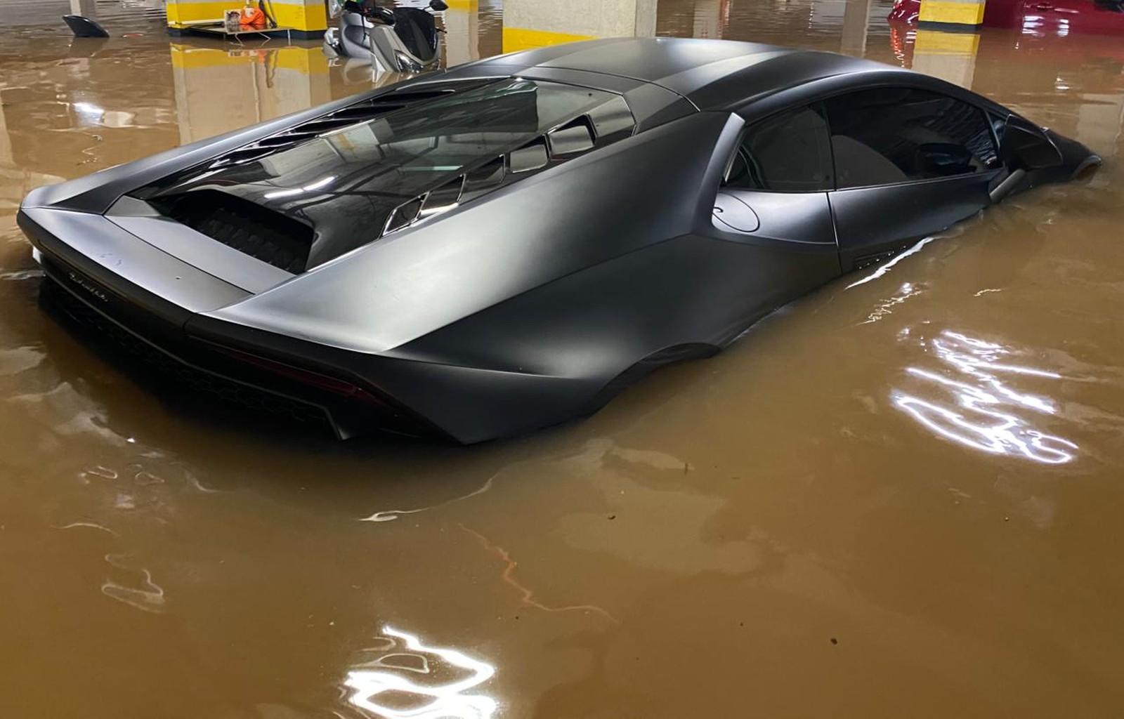 Lamborghini atingida por enchente em SP seria leiloada e não tinha seguro 2