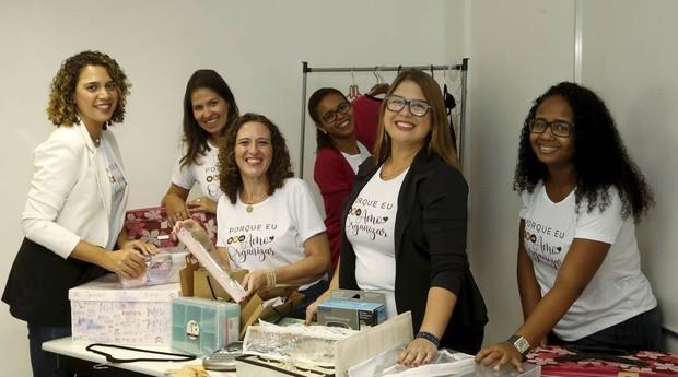 Priscilla Caminha (de blazer preto) e suas parceiras de organização: experiências compartilhadas (Foto: Fábio Guimarães / Agência O Globo)