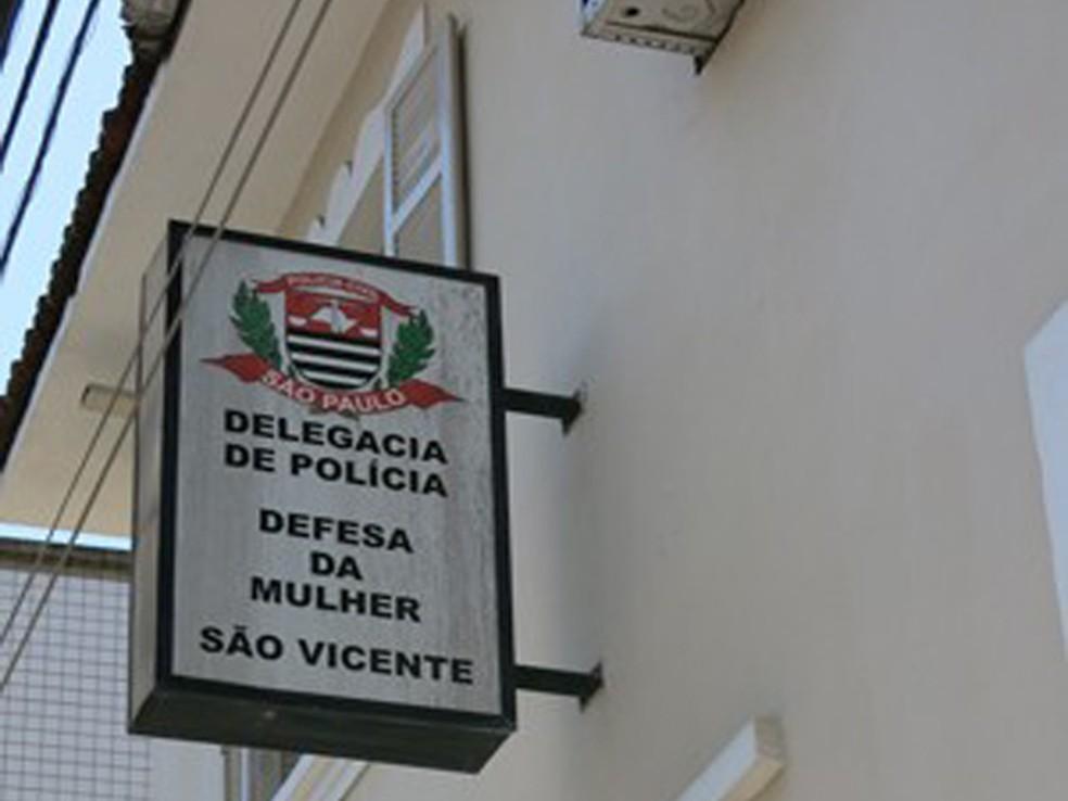 Caso foi registrado na Delegacia da Defesa da Mulher em São Vicente, SP — Foto: Anna Gabriela Ribeiro / G1
