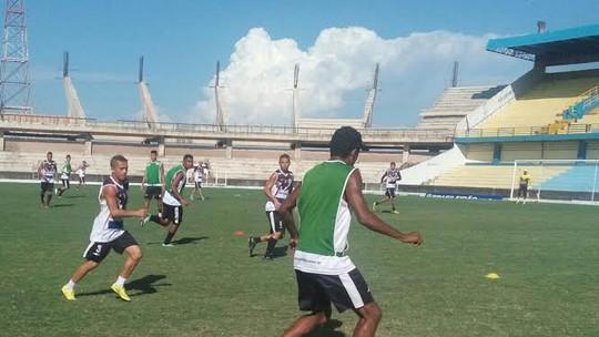 Foram relacionados 18 jogadores para a partida que ocorre no domingo (31).  Time deve chegar à Bahia por volta de 1h. Gramado será reconhecido sábado  (30) 0341bc1ae6a03