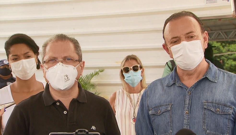 O secretário de Saúde do estado, Jean Gorinchteyn, com o prefeito Edinho Silva em Araraquara — Foto: Reprodução/EPTV