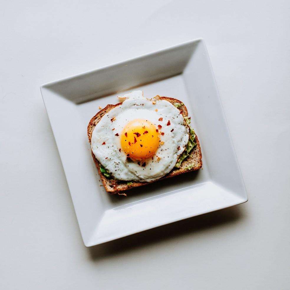 Ovo é um alimento com alta densidade nutritiva e não deve ser restrito da dieta (Foto: Divulgação)
