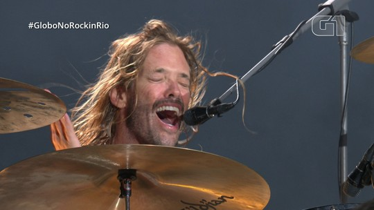 """Baterista do Foo Fighters assume vocals e canta """"Love of my life"""""""