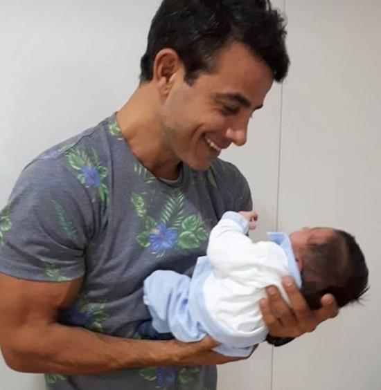 Anderson Di Rizzi com o filho Matteo (Foto: Reprodução Instagram)