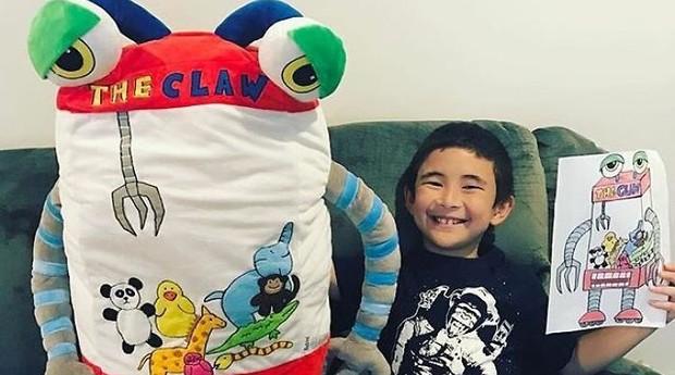 O consumidor pode escolher desde o tecido até o tamanho do brinquedo. (Foto: Divulgação)