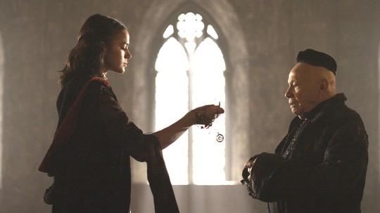 Catarina convence o inquisidor da Cália a investigar Montemor
