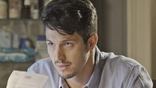 Final de 'Além do Tempo': Roberto descobre que não é pai de Alex e decide abrir o jogo com Felipe
