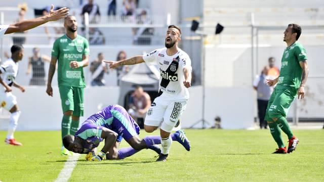 Vargas sai para comemorar único gol do jogo