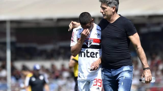 Antony é consolado por Renato Gaúcho