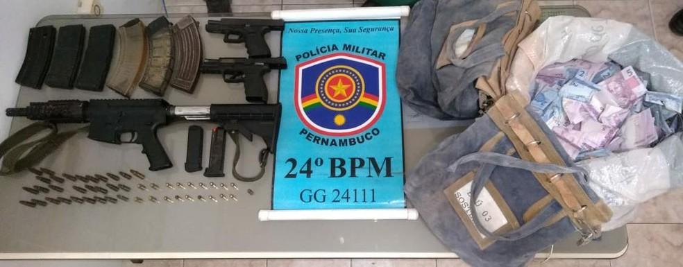 Material foi apreendido em Santa Cruz do Capibaribe nesta sexta (19) — Foto: Divulgação/Polícia Militar