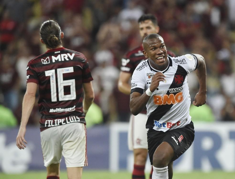 Defesa do Flamengo teve uma noite ruim — Foto: André Durão