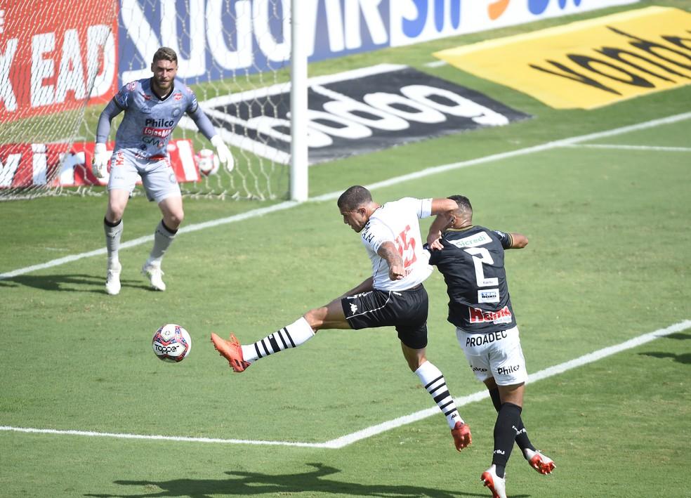 Figueiredo foi a novidade de Cabo na estreia contra o Operário — Foto: André Durão