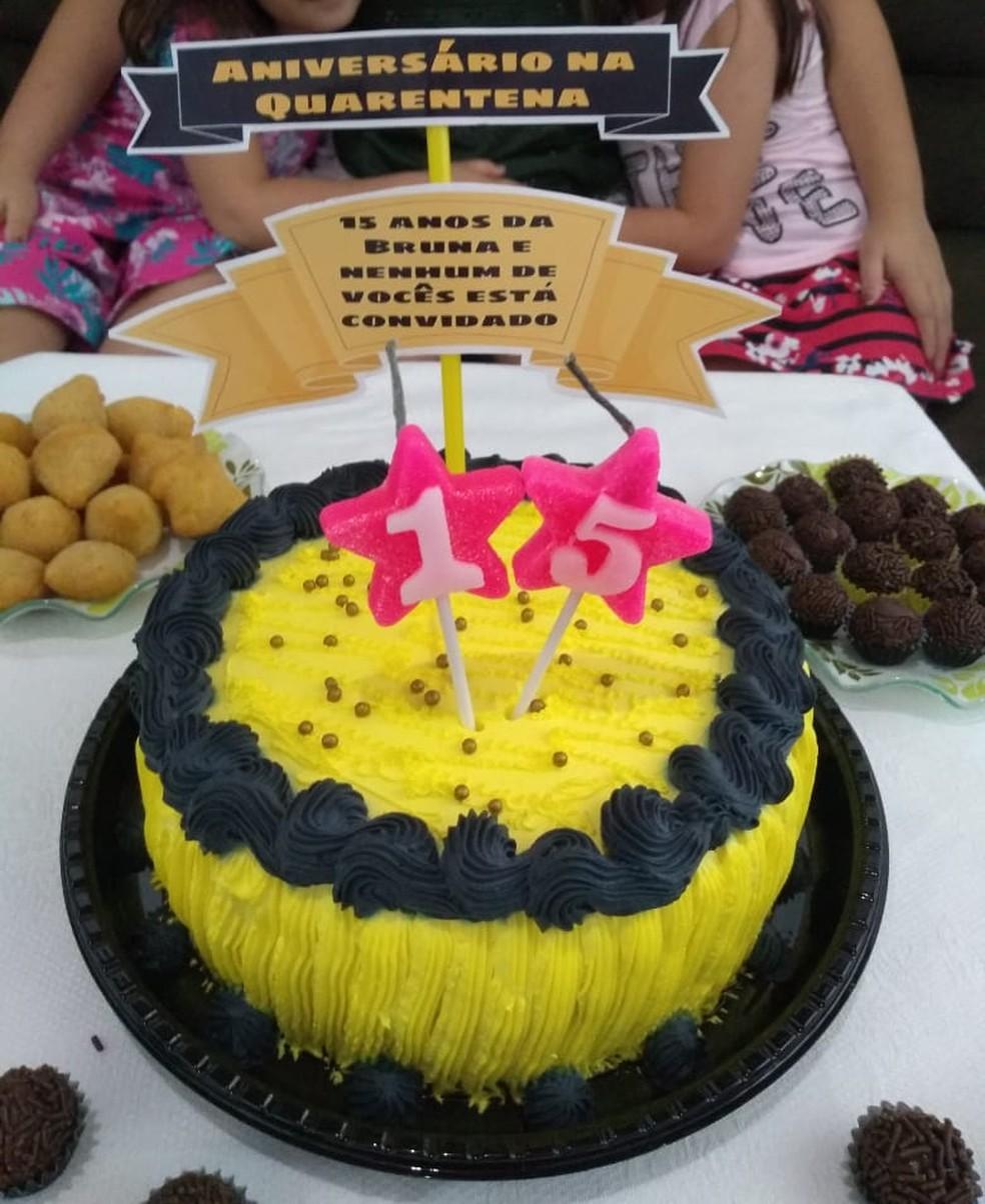 Adolescente comemora festa de 15 anos com tema de quarentena — Foto: Bruna Maia/Arquivo pessoal