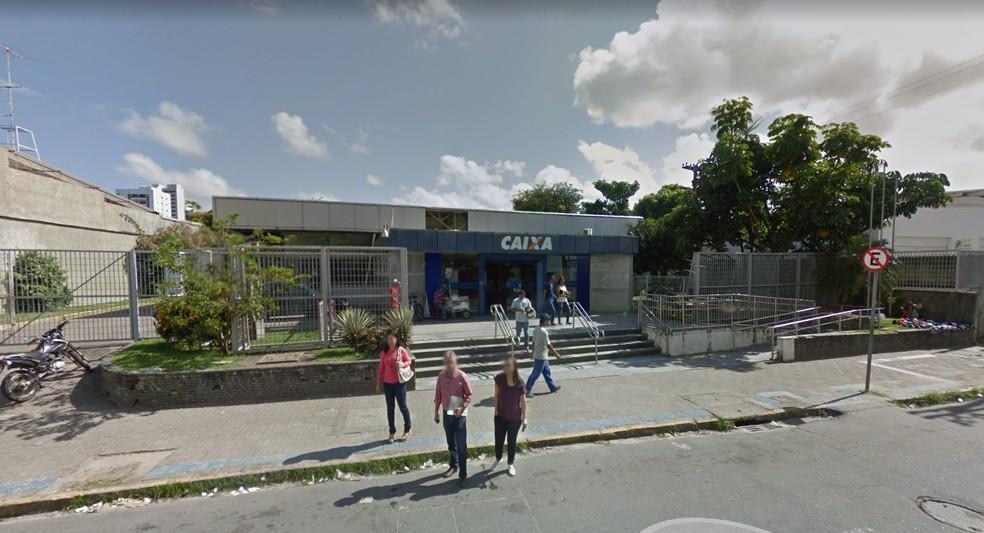 A agência da Caixa Econômica Federal do bairro da Encruzilhada, no Recife, fica na Rua Castro Alves, nº 72 (Foto: Reprodução/Google Street View)