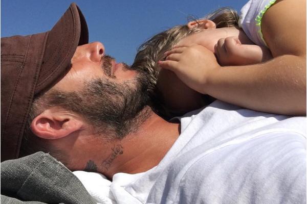 David Beckham com sua caçula (Foto: Instagram)