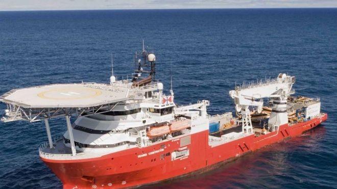 O navio Seabed Constructor tinha uma tripulação de 60 pessoas, além de oficiais Marinha e parentes de desaparecidos (Foto: BBC)