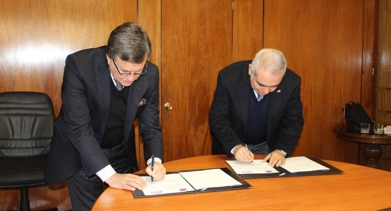 Diretor-geral do IICA, Manuel Otero, e pelo subsecretário de Agricultura do Chile, Alfonso Vargas (Foto: Divulgação/IICA)