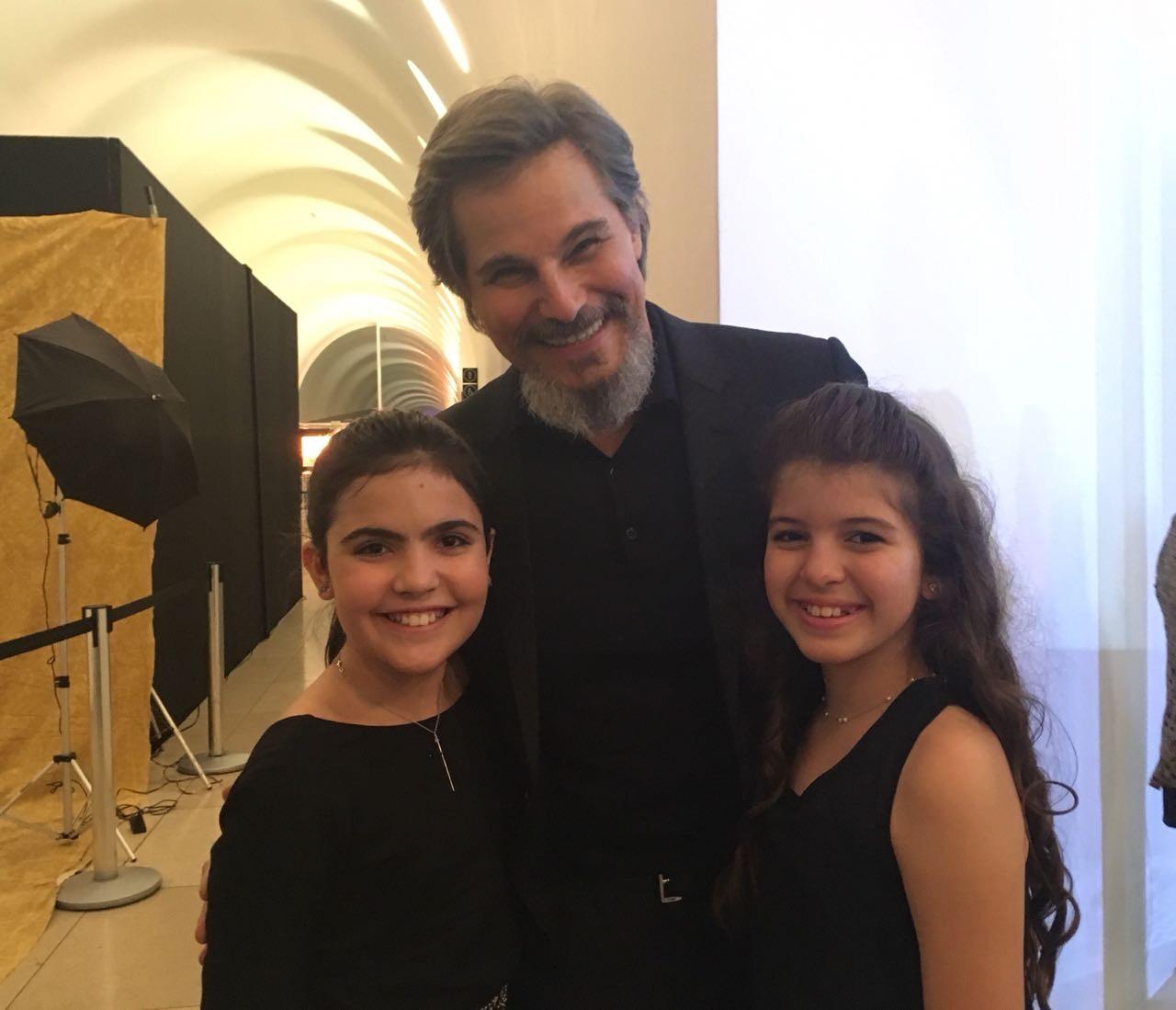 'O tempo não para' reúne elenco em festa de lançamento da novela