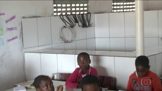 Alunos de rede municipal na Bahia têm aulas em espaço improvisado onde funciona açougue: 'Mau cheiro'