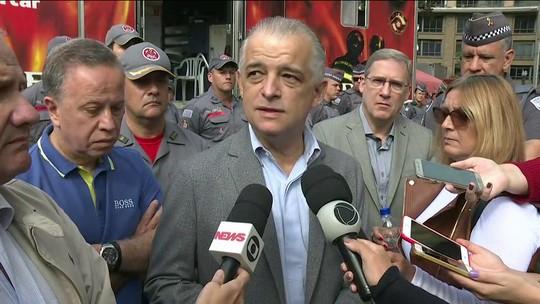 Governador de SP anuncia fim do trabalho de buscas dos bombeiros no prédio que desabou