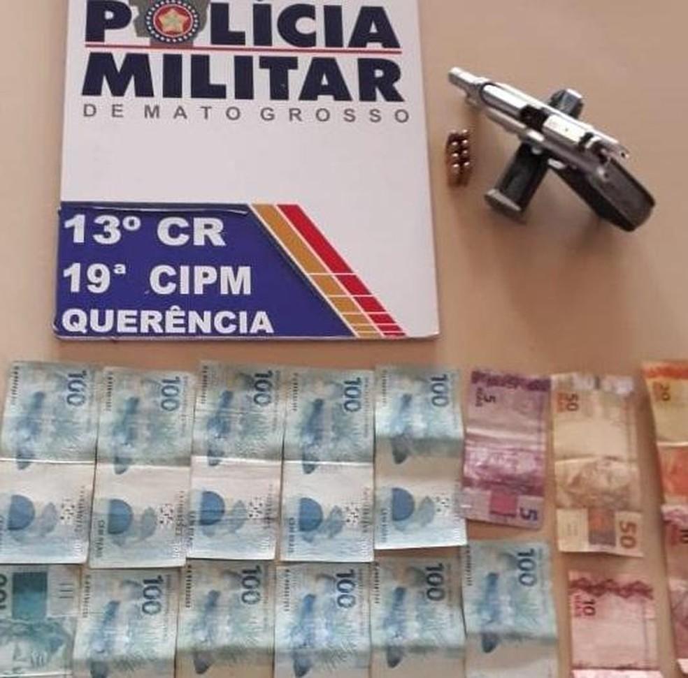 Dinheiro apreendido com os assaltantes presos pelo Bope — Foto: Polícia Militar de Mato Grosso/Assessoria
