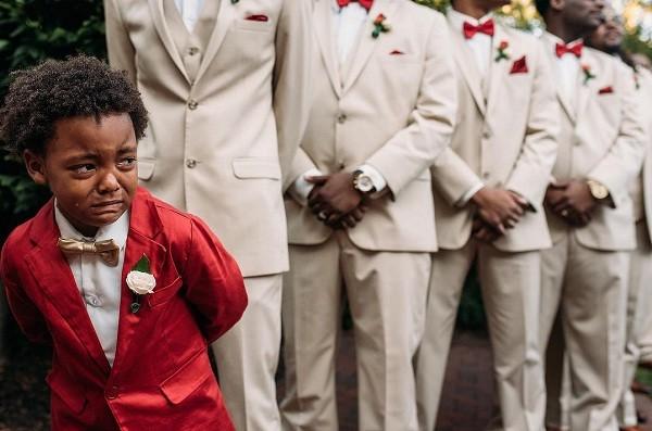 Menino chora em casamento dos pais (Foto: Reprodução/Instagram)
