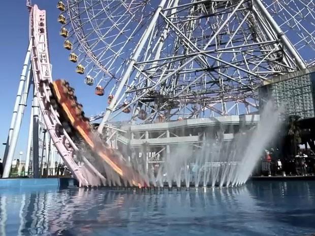 A montanha-russa Vanish, no Cosmoworld (Foto: Reprodução/Youtube/antinbath)