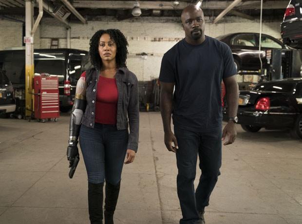 Misty Knight (Simone Missick) e Luke Cage (Mike Coulter) na segunda temporada da série da Netflix (Foto: Divulgação/Netflix)