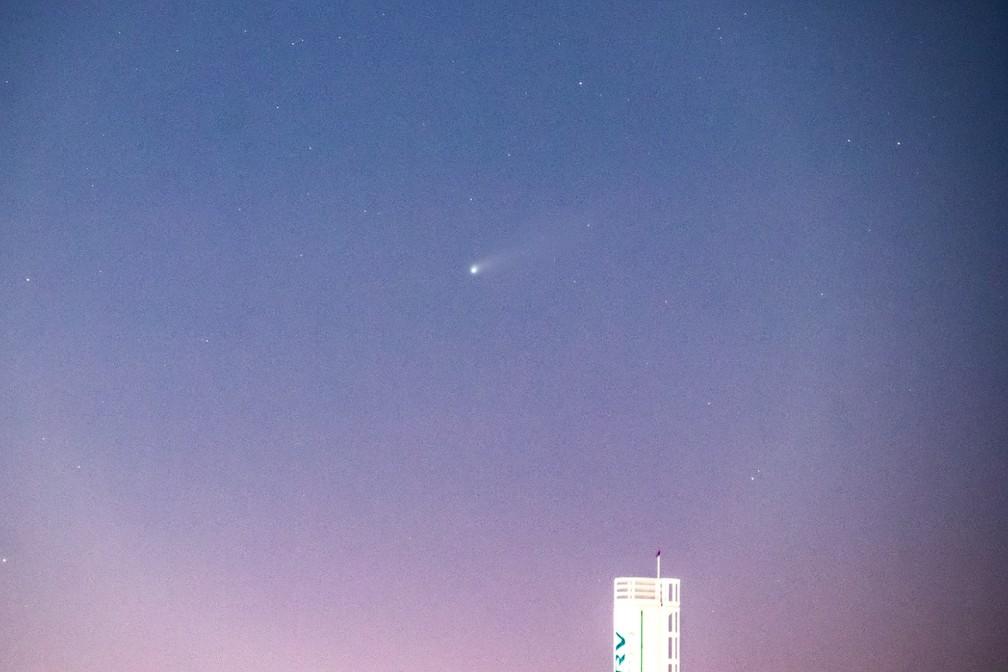 Cometa passando pelo céu de Belo Horizonte — Foto: Vinícius Teixeira/ Arquivo pessoal