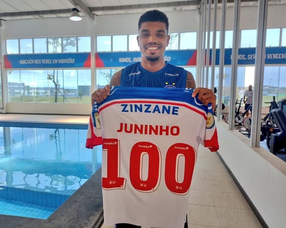 Juninho recentemente completou cem jogos com a camisa do Bahia — Foto: Felipe Oliveira/ Divulgação/ EC Bahia