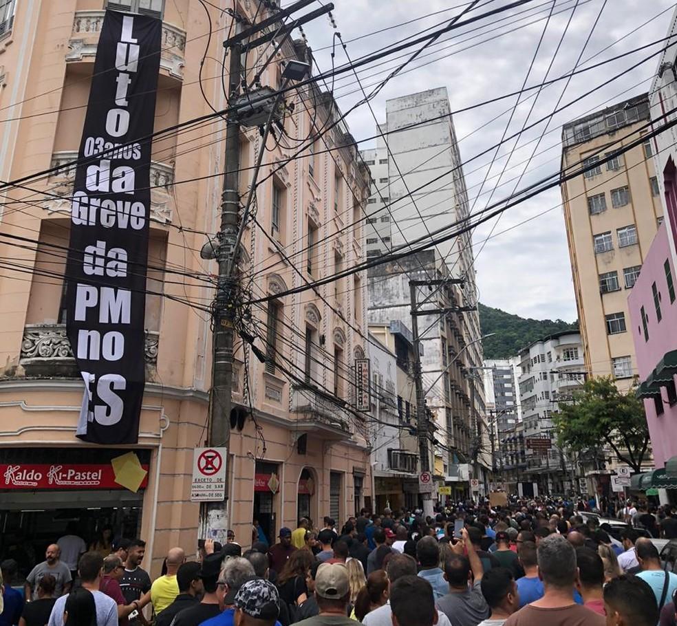 Protesto de militares e policiais civis no Centro de Vitória — Foto: VC no G1