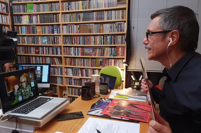 Charles Gavin entrevista Supla em 'O som do vinil' (Foto: Divulgação)
