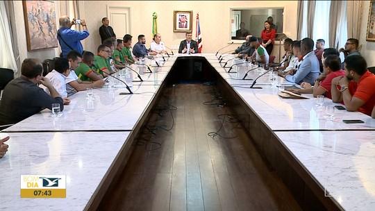 Após acesso, jogadores do Sampaio são recebidos pelo governador Flávio Dino