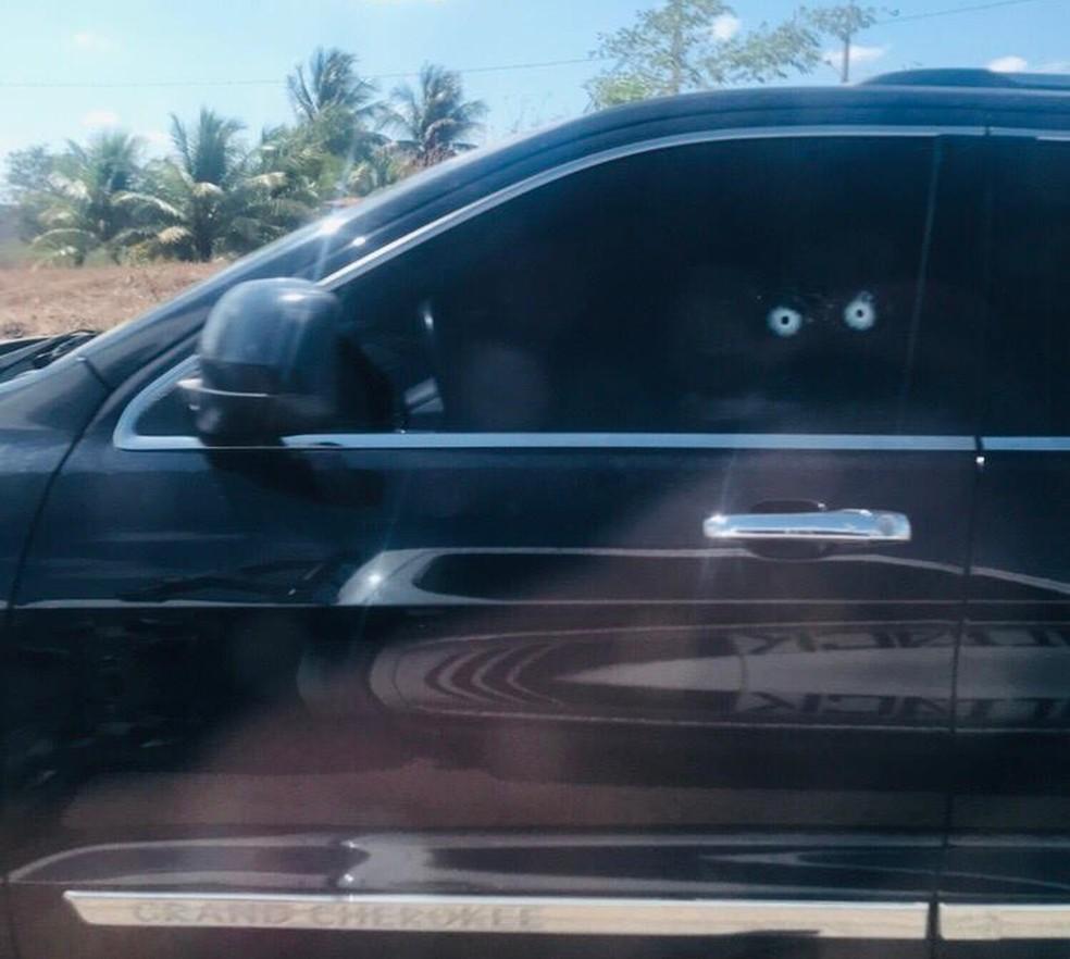 Vítima estava dentro do carro quando foi atingida pelos disparos em Calumbi — Foto: WhatsApp/TV Asa Branca/Reprodução