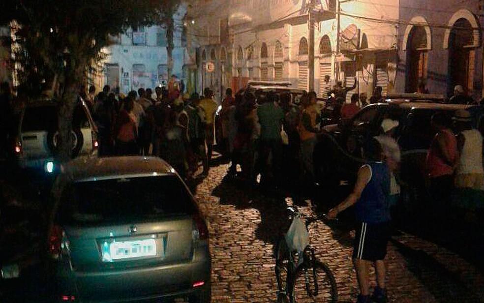 Situação mobilizou moradores do município de Cachoeira, na Bahia (Foto: Fábio Santos / Voz da Bahia)