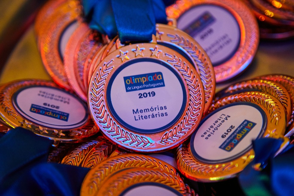 Medalhas da Olimpíada de Língua Portuguesa — Foto: Itaú Social/Camilla Kinker