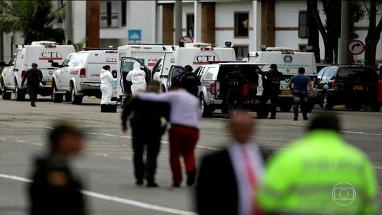 Carro-bomba explode deixando 8 mortos e mais 40 feridos em academia de polícia, em Bogotá