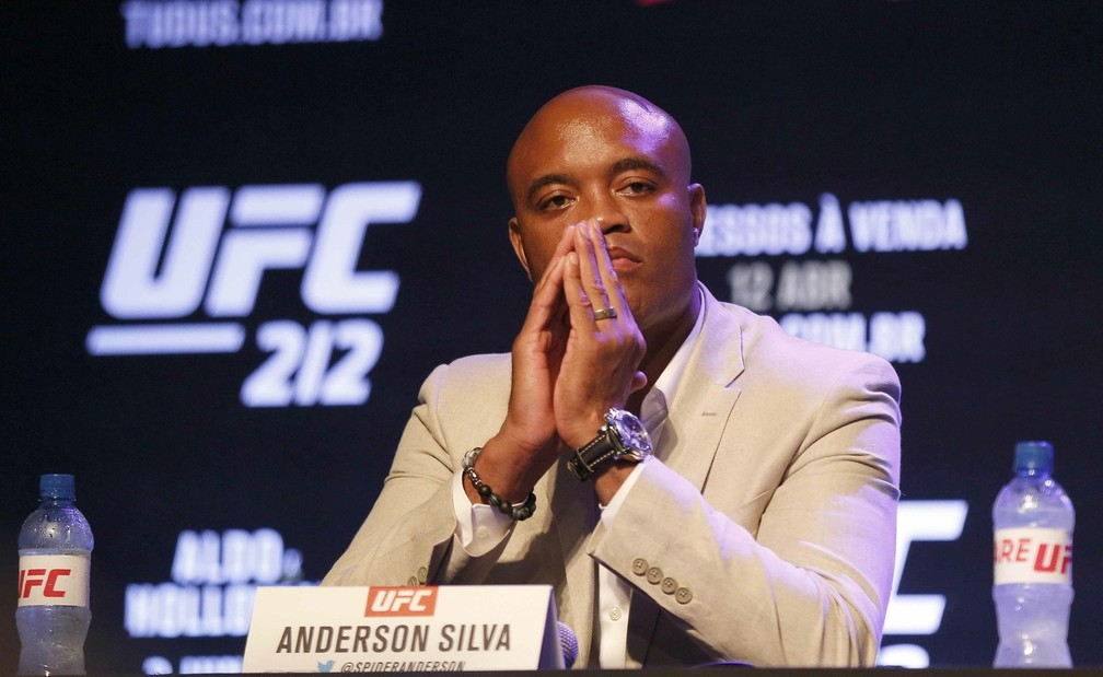 Anderson Silva minimizou as críticas sofridas durante o período ausente do octógono (Foto: Getty Images)