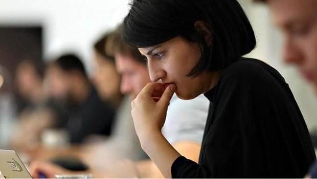Pequenas mudanças podem fazer você se sentir mais realizado e menos ansioso no trabalho (Foto: Getty Images)